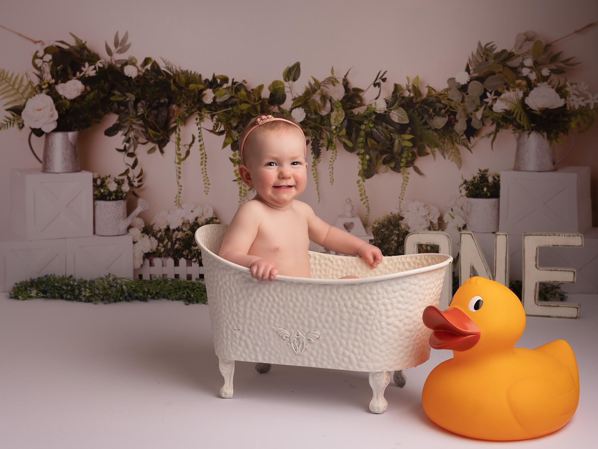 little girl in bath tub during her splash session